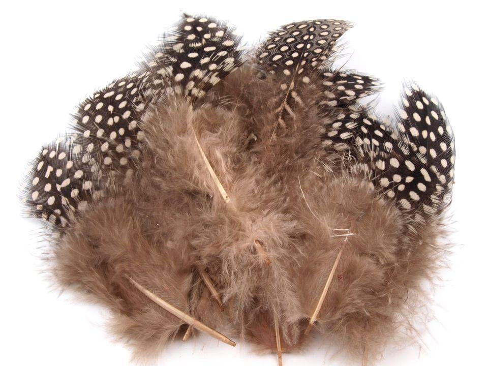 Ozdobné slepičí peří hnědé 5 - 13 cm